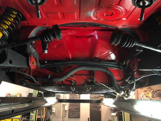motor en bak 914 eruit voor uitlaat en checkup!