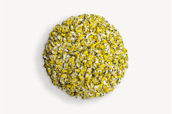 "Barbara Reck-Irmler · Flower ""Tweety"" · 2021 · Textil, Holz · Ø 40 cm"