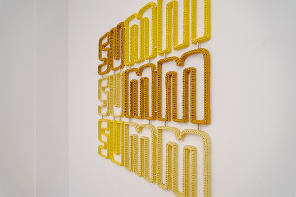 Barbara Reck-Irmler: summ summ summ • 2018 • Textil, Schichtholz • 96 x 86 cm