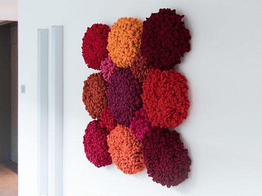 Barbara Reck-Irmler · FLOWERS, 3 x 3 rot, 2016 · Textil, Schichtholz · 100 x 100 cm