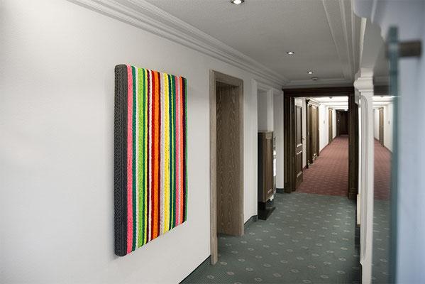 Barbara Reck-Irmler: BOX Nr. 2 gestreift • 2018 • Textil, Holz • 128 x 82 x 10 cm