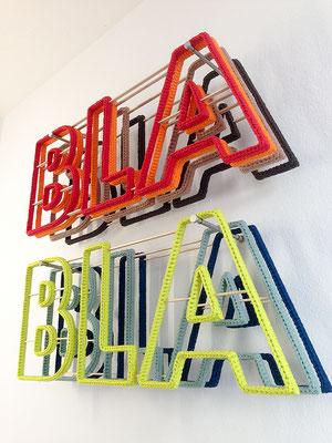 Barbara Reck-Irmler: BLA BLA BLA Installation · 2019 · Textil, Schichtholz, 7 Teile · 99 x 89 x 20 cm