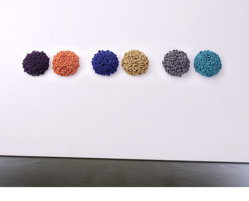 6 Flowers, Wandinstallation • 2015 • Textil, Schichtholz • Ø je 36 cm