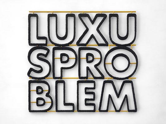 Barbara Reck-Irmler · Luxusproblem • 2016 • Textil, Schichtholz, Acrylfarbe • 99 x 91 cm • Privatsammlung