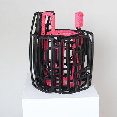 Barbara Reck-Irmler · Schriftrolle Nr. 3 – du er sie es ihr sie ich · 2020 · Gummi, Textil · ca. 33×31×37 cm