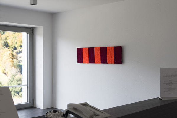 Barbara Reck-Irmler: BOARD Nr. 10, rot/orange • 2017 • Textil, Schichtholz • 24 x 90 cm