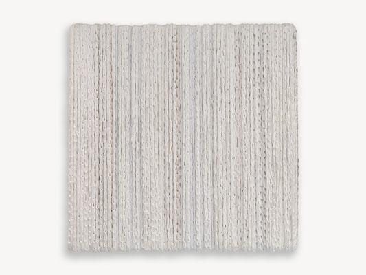 Barbara Reck-Irmler: BOX Nr. 10 weiß/weiß • 2018 • Textil, Holz • 72 x 72 x 10 cm • Privatsammlung