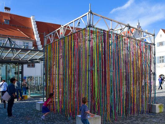 Barbara Reck-Irmler: FLOWING KUBUS • 2017 • Textil, Stahl • 4 x 4 x 4 m