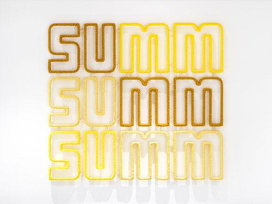 Barbara Reck-Irmler ·  summ summ summ · 2018 · Textil, Schichtholz · 96 x 86 cm • Privatsammlung