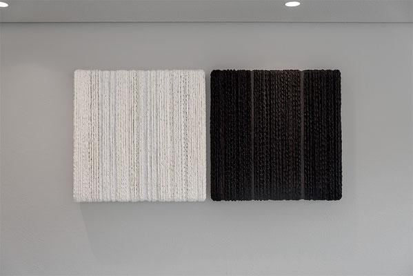Barbara Reck-Irmler: BOX Nr. 10 weiß/weiß + BOX Nr. 11 schwarz/schwarz • jeweils 2018 • Textil, Holz • 72 x 72 x 10 cm • Privatsammlung