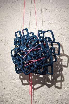 Barbara Reck-Irmler · ich du er sie es wir ihr sie – Bündel · 2019 · Textil, Schichtholz, 8 Teile · 60 x 170 x 20 cm