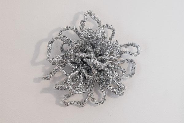 5. Roter Kunstsalon, Museum Villa Rot: Barbara Reck-Irmler · Barbara Reck-Irmler · Flower silber · 2020 · PE-Folie · ca. 50 x 50 x 20 cm