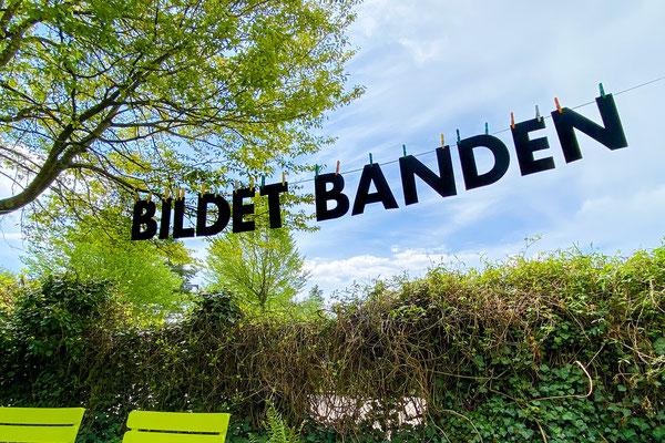 Barbara Reck-Irmler · BILDET BANDEN · 2021 · Gummi · als Wortschichtung 27 x 27 x 14 cm, offen ca. 240 x 25 cm, Auflage I-VII