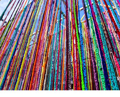 Barbara Reck-Irmler: Flowing Kubus • 2017 • Textile, Stahl • 4 x 4 x 4 m • Detail