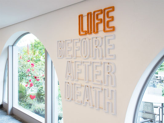 Barbara Reck-Irmler ·  LIFE BEFORE AFTER DEATH, Installation · 2019 · Textil, Schichtholz, 4 Teile · 106 x 120 cm · Privatsammlung