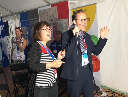 Pousser la chansonnette au Congrès mondial acadien sur un air de Ginette Reno