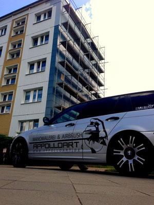 Uckermark Giebelwand bemalt mit Wandbild-Graffiti Bild für Wohnbau Prenzlau nahe der Ostsee