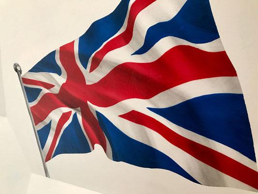 Musikzimmer mit Wandbild von englischer Flagge bemalt