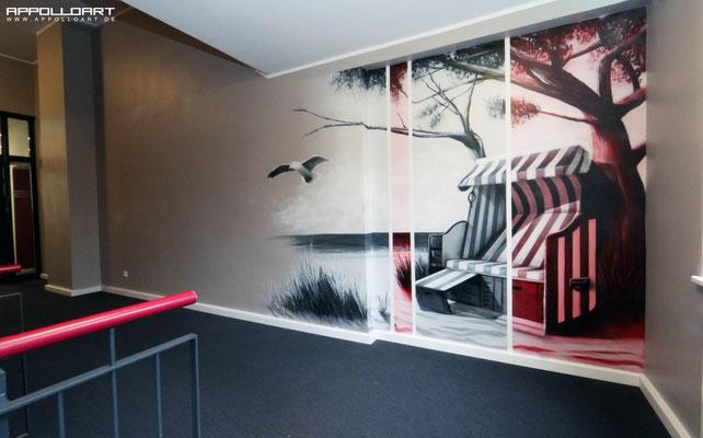 """seriöses und feines Wandbild in den Farben """"Rot und Grau"""" aufgebracht"""