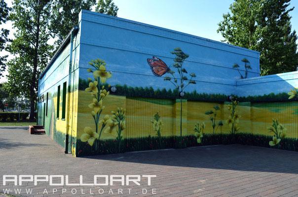 Wandmalerei nach Graffitibeschmierung neu bemalt mit Graffitibild