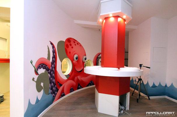 pünktlich zu wm 2014 würde die Zahnarztpraxis fertig gestellt sogar mit Fernseher so verpassen die kids kein weltmeister Spiel und erfreuen sich gleichzeitig an dem Airbrush wandbild  der wm Kracke