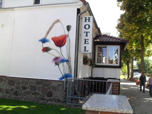 Airbrush für Werbezwecke -Hotel außen Wand bemalt- Berlin