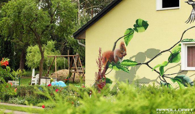 Graffitikunst in Brandenburg bei Berlin -Tiere auf der Häuserwand gemalt durch