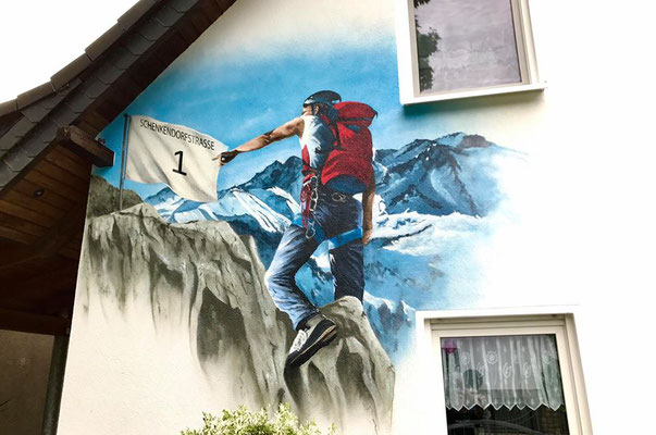 Hauswand bemalen mit Wandbild Wandmalerei Dresden