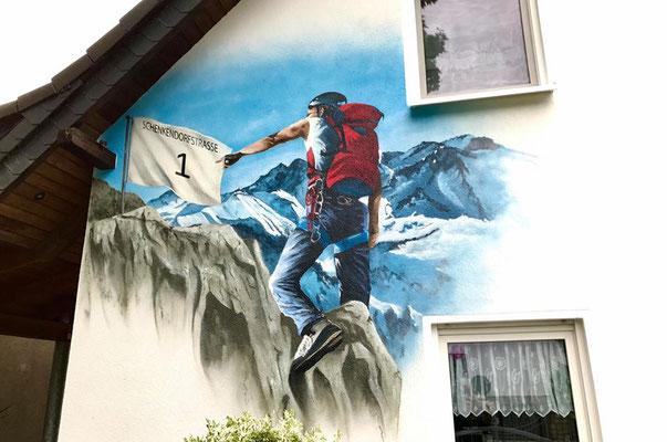Hauswand bemalen mit Wandbild- Wandmalerei Dresden