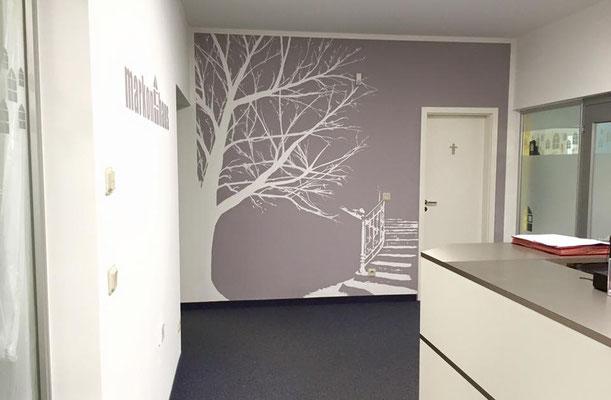 Empfangsbereich kreativ gestalten mit Raumdesign vom Graffiti-Künstler