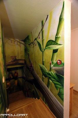 Dschungel im Treppenhaus -Berliner Loft Airbrush Graffiti Tiermotiv