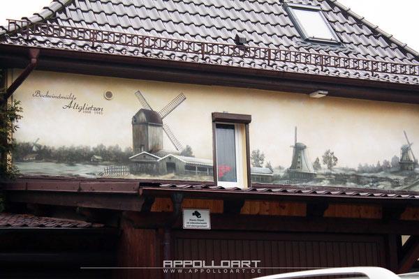 Schwarz weiss Malerei auf Hauswand historisches Bild