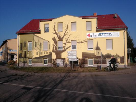 Fassadenmalerei auf Hauswand in Fredersdorf bei Berlin in Brandenburg
