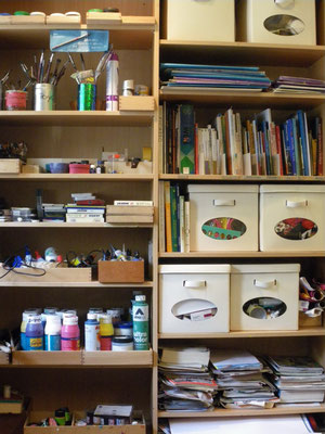 Materialschrank  in Kunsttherapie Frankfurt