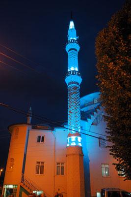 Die Moschee von Dedeler bei Dunkelheit