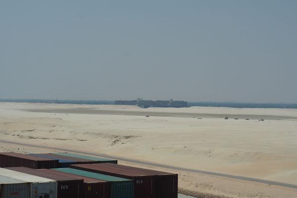Da fährt ein Schiff durch die Wüste