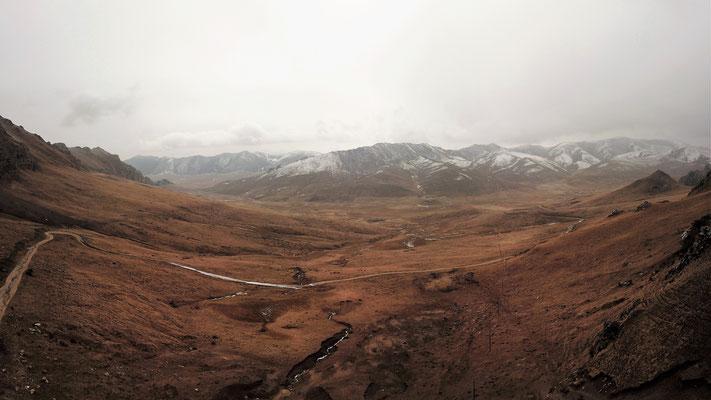 Ein Tal nach einem Anstieg