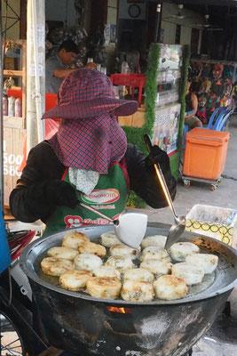 Wir versuchen so oft wie möglich Essen von solchen Straßenständen zu probieren