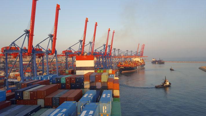 Der Hafen von Beirut - Radreise - Alles in 12 Taschen