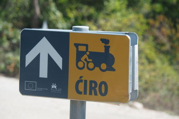 Die Beschilderung des Ciro Trails ist beinahe vorbildlich - Alles in 12 Taschen - Radreise