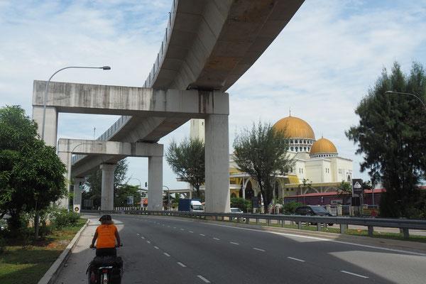 Ausfahrt aus Kuala Lumpur - Radreise/Cycletouring - Alles in 12 Taschen