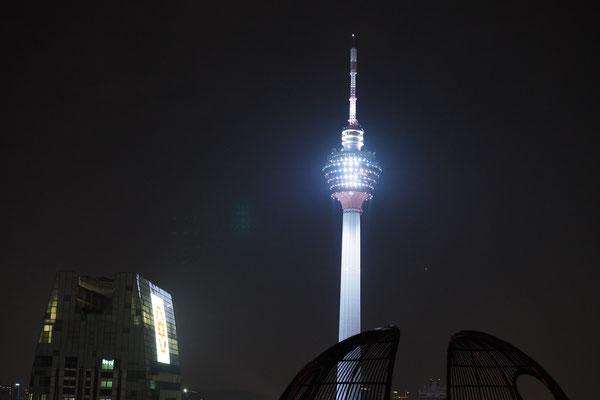 Der KL Tower ist 420m hoch und damit der dritt-höchste Fernsehturm der Welt - Radreise/Cycletouring - Alles in 12 Taschen
