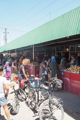 Auf dem Markt in Türkmenanbad