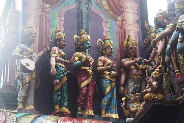 Tempel im indischen Viertel Singapurs - Alles in 12 Taschen - Cycletouring/Radreise