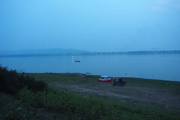 Direkt am Mekong mit Blick auf Thailand