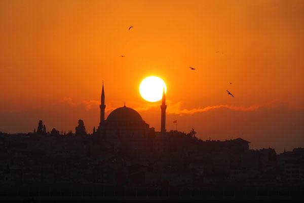 Erster Abend in Istanbul mit passendem Sonnenuntergang