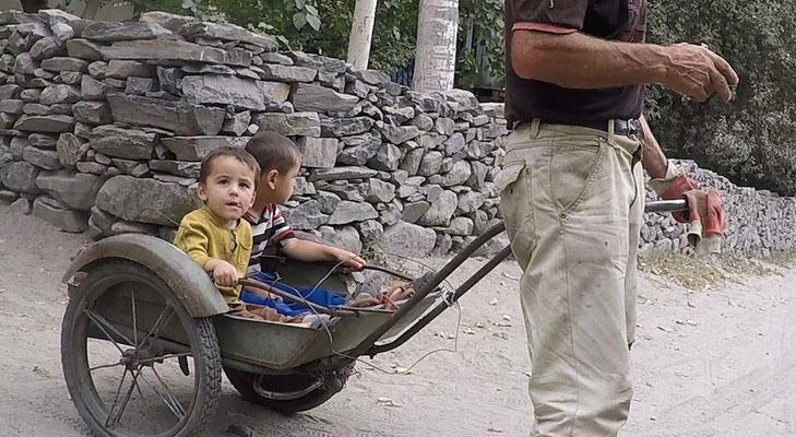 Anstatt Kinderwagen!