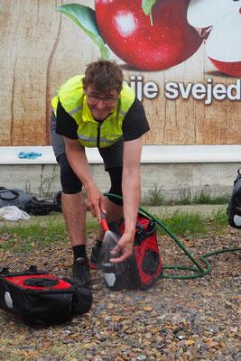 Fahrrad + Taschen vom Schlamm befreien