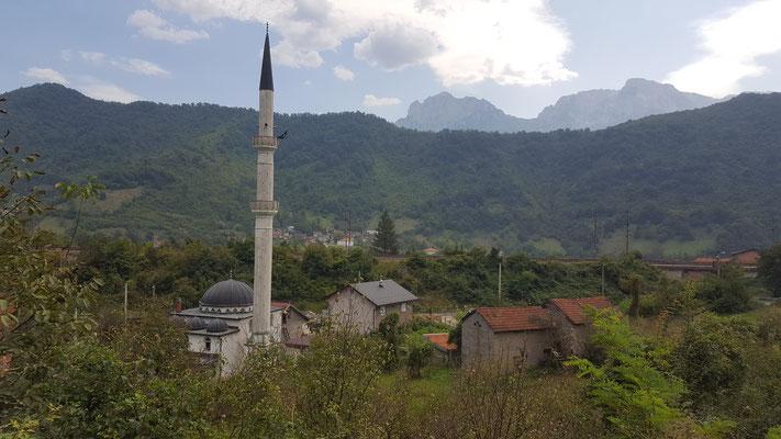 In diesem Dorf stehe eine Moschee, im nächsten... - Alles in 12 Taschen - Radreise