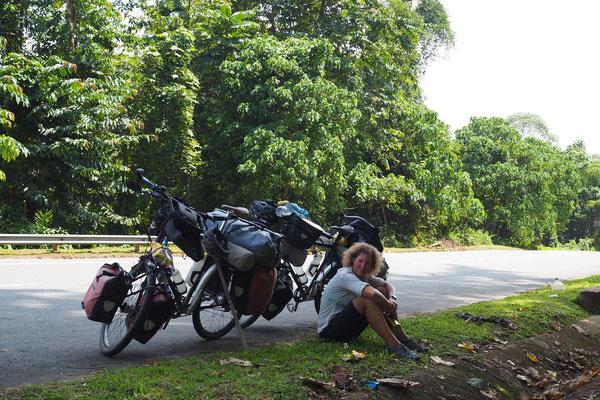 Schattenplätze sind sehr selten  - Radreise - Cycletouring - Thailand